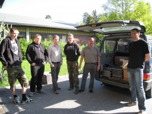 Esten Ås Eng og Lars Kristian Hannevold med elever ved full bil