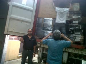 Container nr 56 åpnes i Uruguay