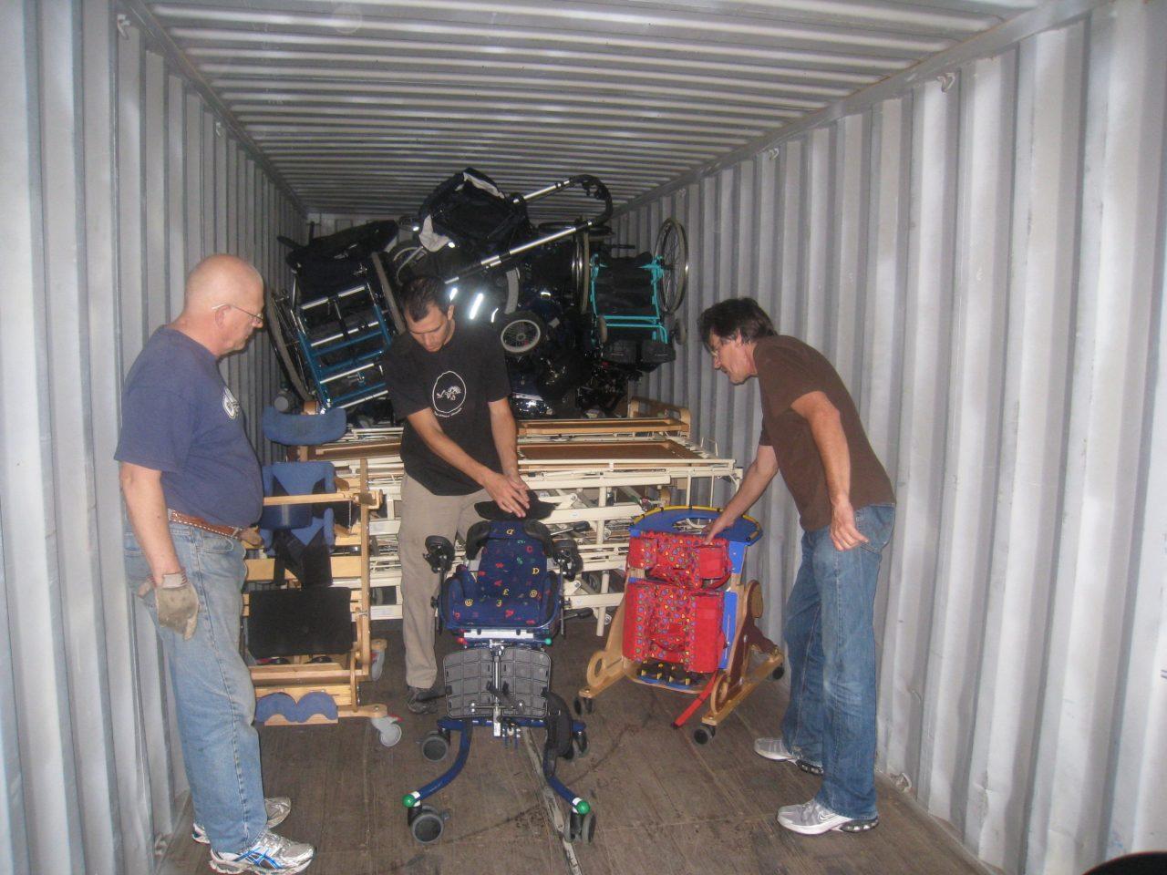 Arne, Federico og Carlos i en container