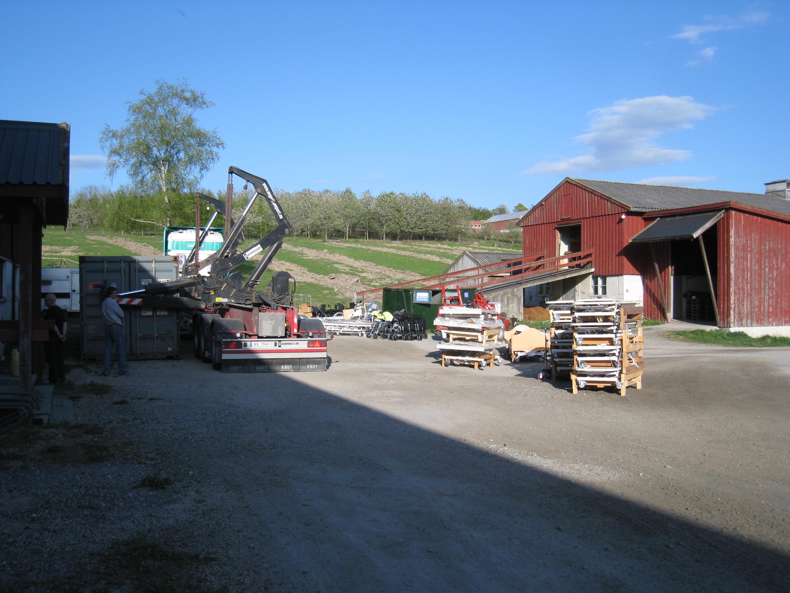 Container og senger ved lageret vårt på Ås