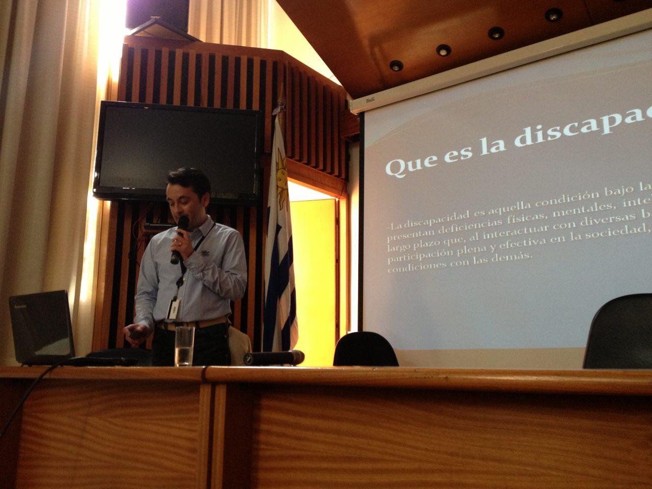 Kiddi Lokøen foreleser i Montevideo første kursdag