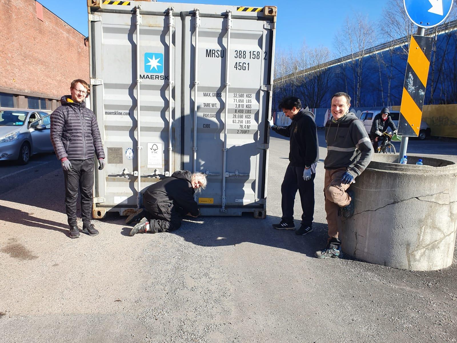 Container 130 forsegles